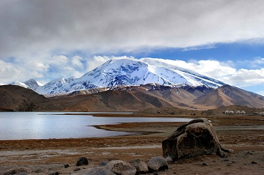 Karakul Lake